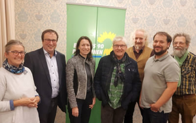 Unabhängige Kandidatin Cornelia Weigand begrüßt Seniorentaxi